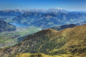 Berglandschaft mit Blick auf Zell am See in Salzburg