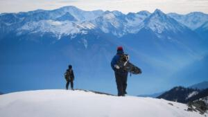 Im Verwöhnhotel Kristall findet sechsmal pro Woche eine Winterwanderung mit einem Guide statt – mit und ohne Schneeschuhe.