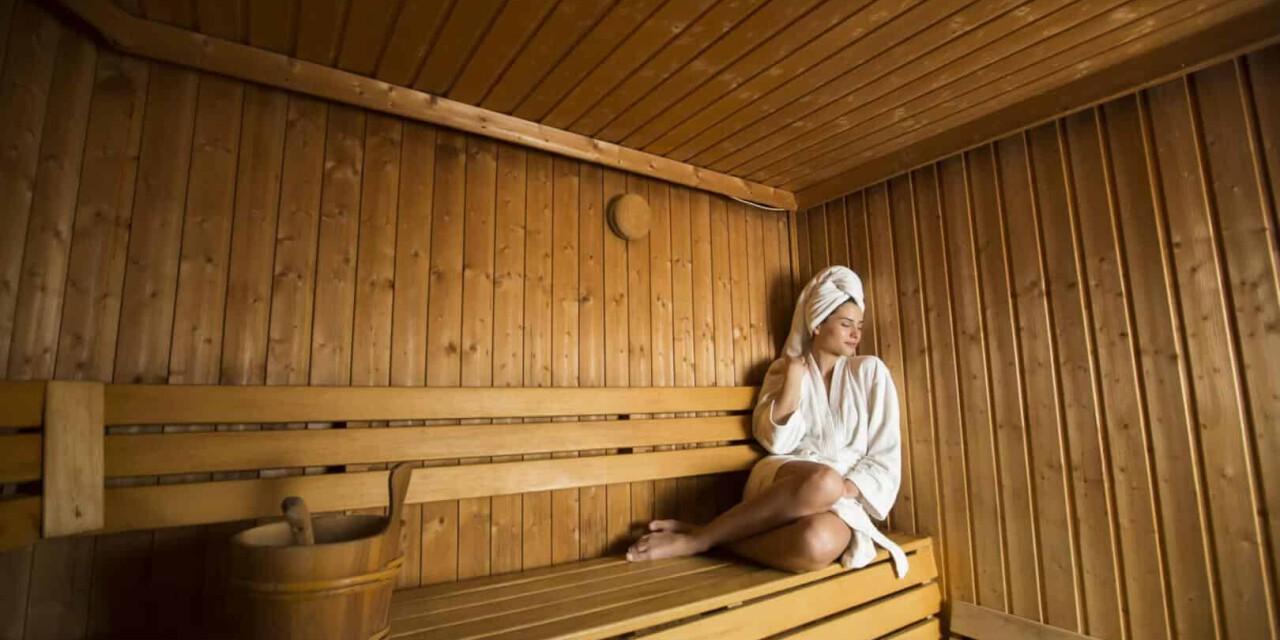 Die Muskulatur wird durch die Wärme in der Sauna nach dem Wintersport ideal unterstützt.