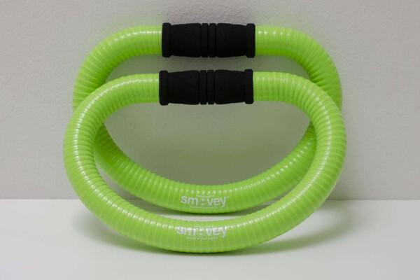 Training mit den Smovey Ringen: Muskeltraining, Entspannung und Vitalisierung entstehen aus der Kombination von Schwingbewegungen und Vibrationen. Foto: (c) smovey Gmbh