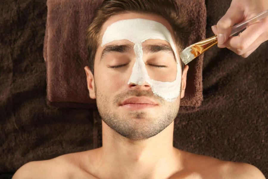 Kosmetik für Männer im Wellnessurlaub