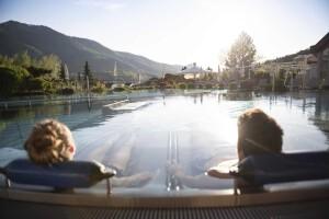 Entspannung im Pool nach dem Wandern